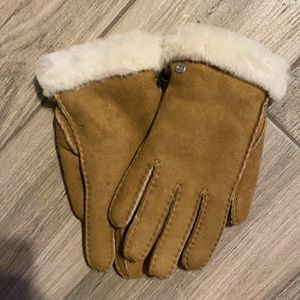 UGG Gloves Carter Sheepskin Shearling Chestnut New